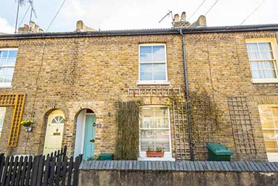 2 Bedroom semi-detached house in London