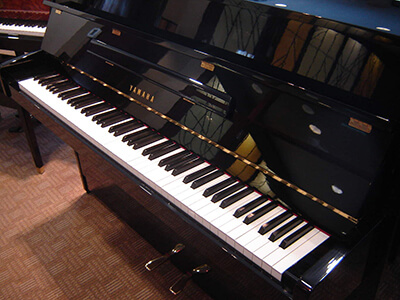 Yamaha piano from Finsbury Park to Central London