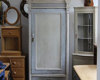 Antique Cabinet from Bristol to Lincolnshire