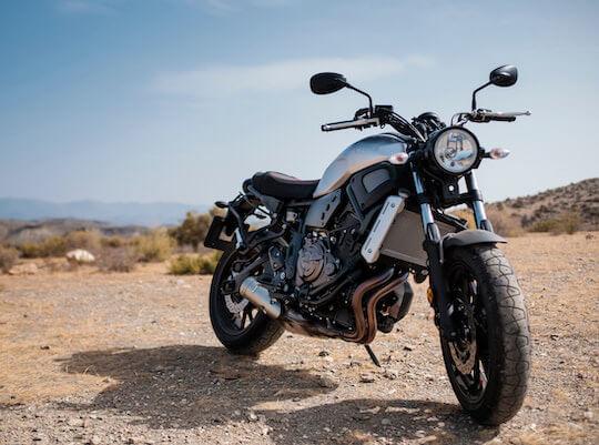motocicleta a la espera de ser transportada